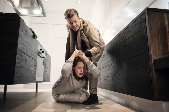 """""""Ich habe ihn doch geliebt""""!  Felicitas Woll als Opfer häuslicher Gewalt im SAT.1 Ehedrama """"Die Ungehorsame"""" am Dienstag, 31. März 2015"""