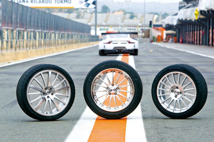 Mit Kumho Reifen in den Sommer ECSTA-Power-Trio für sportlichen Fahrspaß