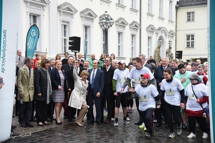 Special Olympics 2016: Fackellauf mit Lift Unified Laufgruppen bildet Auftakt