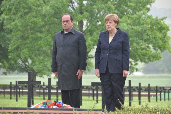 100 Jahre Schlacht um Verdun / Merkel und Hollande gedenken der Gefallenen auf deutscher Kriegsgräberstätte Consenvoye