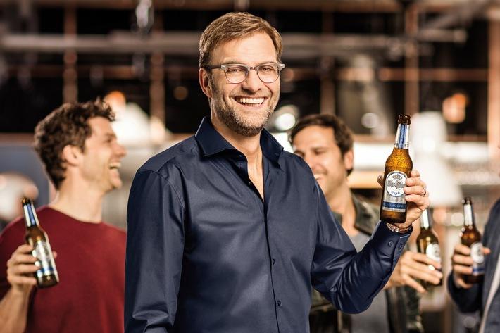 Anstoß: Jürgen Klopp läuft für Warsteiner Alkoholfrei auf / Mit von der Partie: Drei Profis mit individuellen Stärken im Geschmack