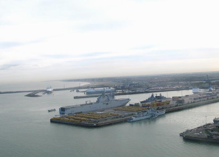 """Deutsche Marine - Pressemeldung: EU-Militärausschuss überzeugt sich von maritimen Fähigkeiten - Fregatte """"Bayern"""" mit """"EU Battle Group"""" in Seebrügge"""