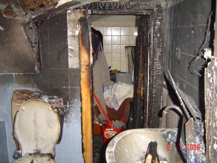 FW-E: Brand im Badezimmer einer Dachgeschosswohnung