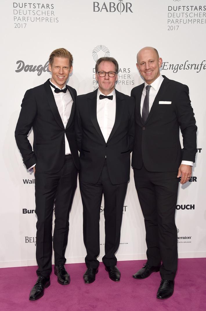Douglas entführt Gäste in magische Spiegelinstallation - Marktführer im Duftbereich erneut Hauptsponsor des Deutschen Parfumpreises