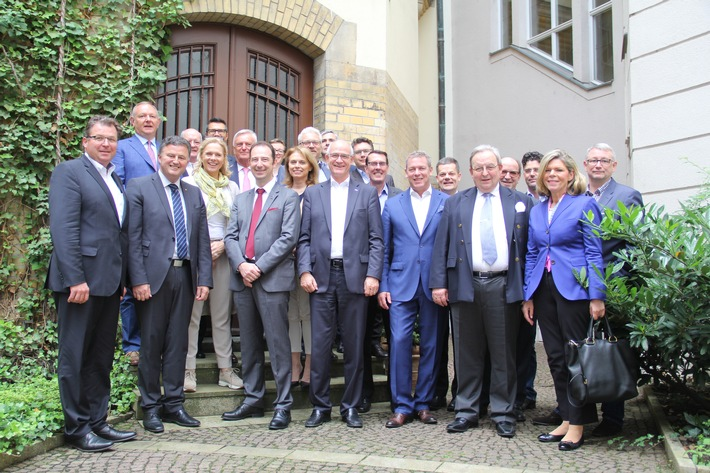 Jahrestreffen der deutschsprachigen Hotellerie- und Gastronomieverbände / Verbände drängen auf Modernisierung der Ausbildung und länderübergreifende Anerkennung von Abschlüssen