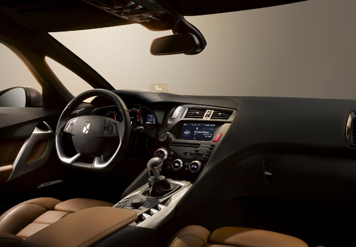 Johnson Controls provides innovative components to enhance the driving experience of the new CITROËN DS5 / Unique seating, electronics enhance vehicle's interior (mit Bild)