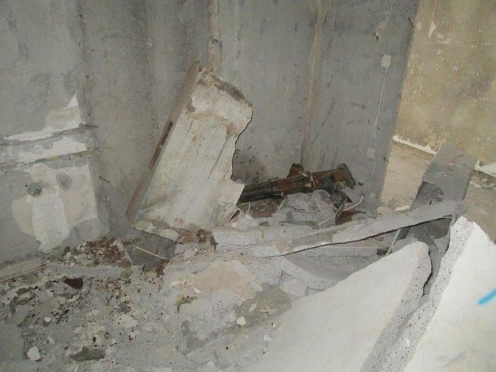 POL-SE: Elmshorn, Beethovenstraße   / Unsachgemäßer Asbestabbau auf Großbaustelle