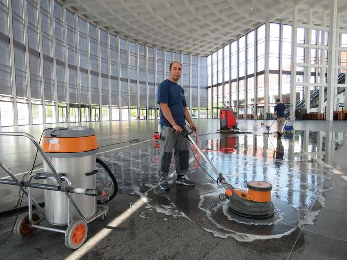Mit Hochdruck für glänzende Events: Die Messe Berlin putzt sich für die CMS 2017 heraus -  Sauberkeit und Hygiene stellen für die Messeveranstalter eine wichtige Managementaufgabe dar