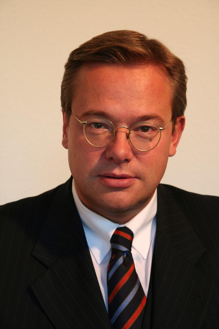 Asklepios Kliniken: Wechsel im Vorsitz der Aufsichtsgremien steht an / Prof. Dieter Feddersen übergibt Staffelstab an Dr. Stephan Witteler