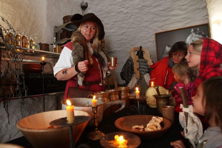 """Scharfrichter und """"böse Buben"""" ziehen in Schloss Lenzburg ein / Vom 21. bis 24. Juli verwandelt sich die Lenzburg in eine Räuberhöhle"""