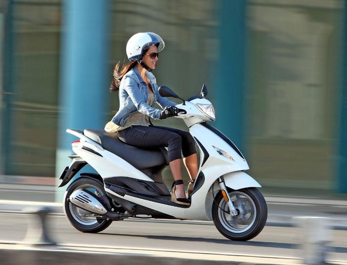 SFZ Schweizerische Fachstelle für Zweiradfragen teilt mit: Immer mehr Frauen fahren Töff und Roller