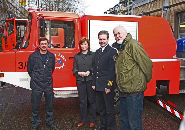 FW-E: Bundestagsabgeordnete Petra Hinz (MdB) stattet Essener Feuerwehr Besuch ab