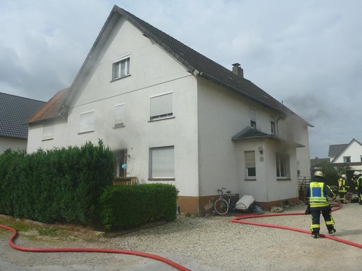 FW Lage: Wohnungsbrand in einem Mehrfamilienhaus - 11.07.2016 - 09:32 Uhr