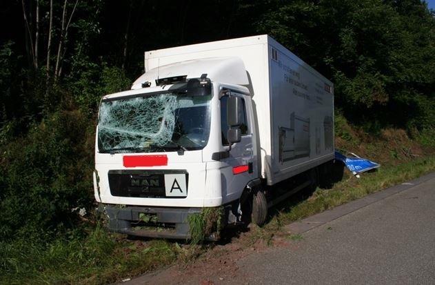 POL-PDKL: Verkehrsunfall mit Lastkraftwagen
