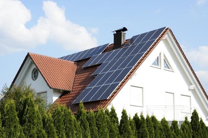 Sturm und Hagel: Wie Hausbesitzer ihre Solartechnik richtig versichern