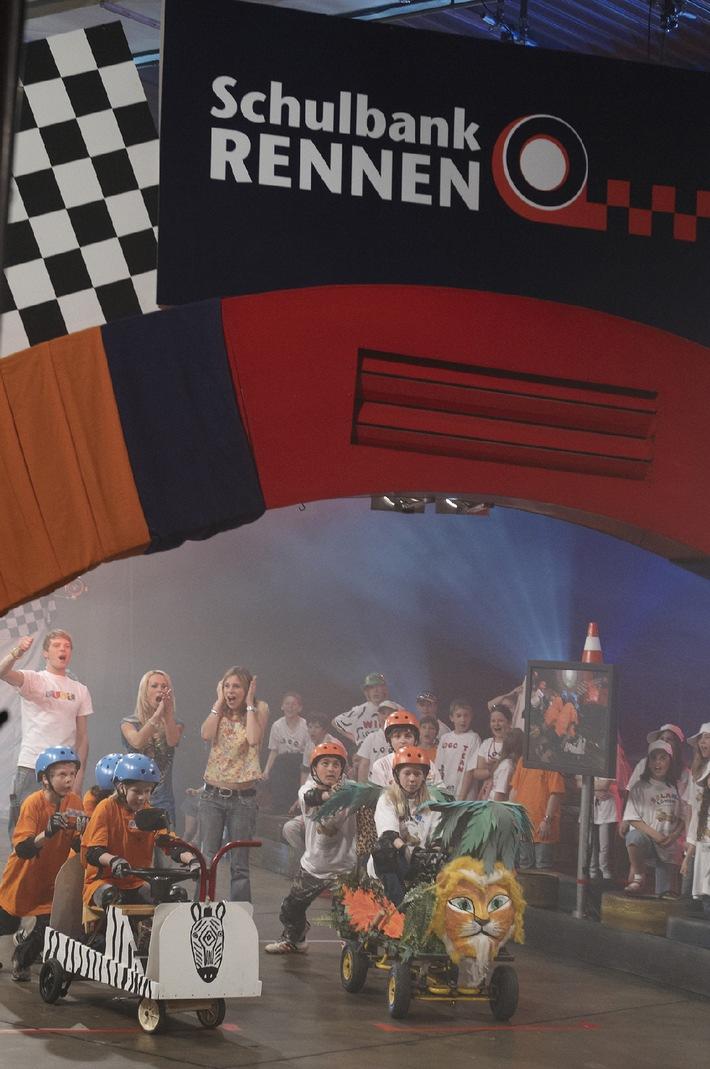 """Erstes Schulbankrennen bei """"KI.KA LIVE"""" ab 2. Juni / Acht Teams, acht Renn-Schulbänke und ein einzigartiger Wettstreit / Cora Schumacher unterstützt die Teams als Coach"""