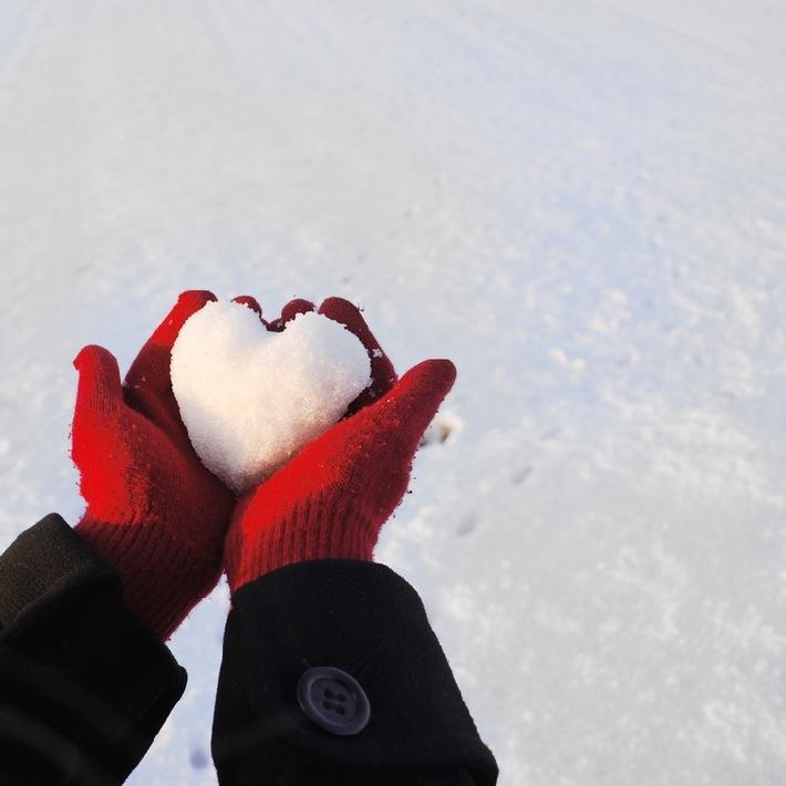Geben beflügelt: Deutsche beschenken lieber andere als selbst beschenkt zu werden