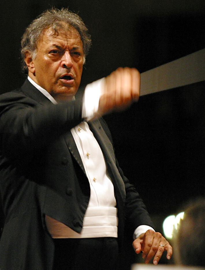 Klassik ist im Trend: Migros-Kulturprozent-Classics 2011/2012  Schweizer Talent und weltberühmter Dirigent auf Tournee durch die Schweiz