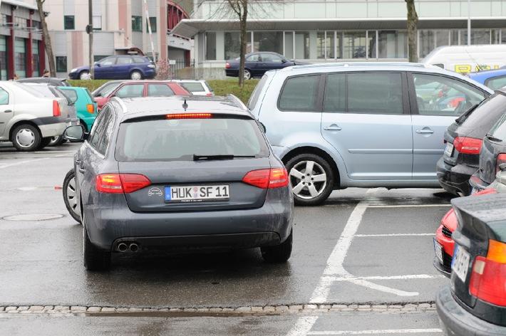 Tipps für den Alltag / Mit einem Fuß auf der Bremse / Auf dem Parkplatz und im Parkhaus gilt nicht automatisch die Straßenverkehrsordnung
