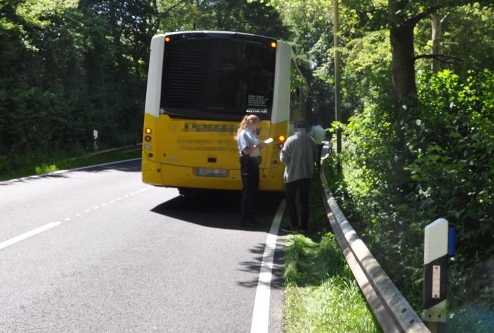 POL-HF: Kleintransporter schneidet Kurve und flüchtet
