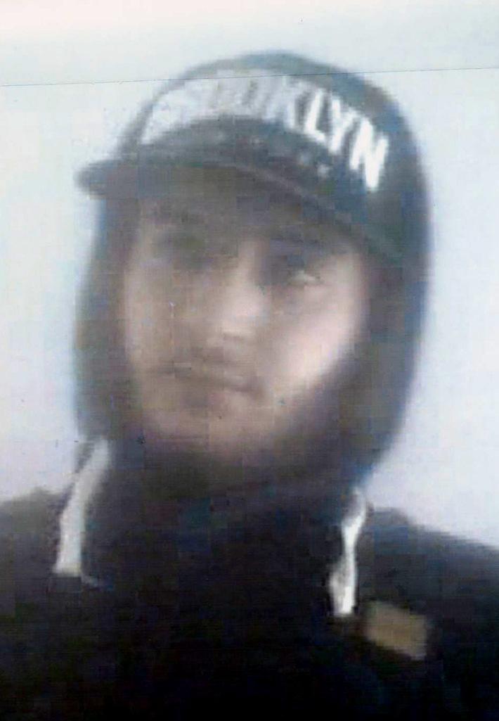 POL-D: Verdacht des gewerbsmäßigen Betruges - Wer kennt den Mann? - Die Polizei fahndet mit Fotos aus der Überwachungskamera