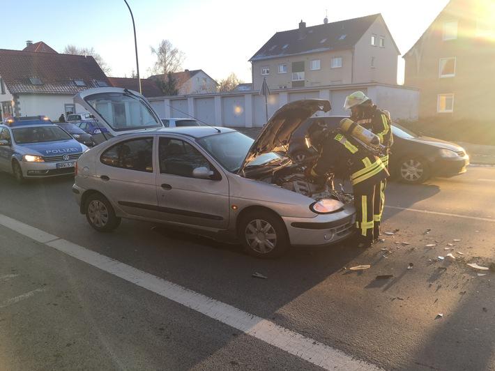 FW Lage: PKW Brand nach Verkehrsunfall - 19.01.2017 - 15:56 Uhr