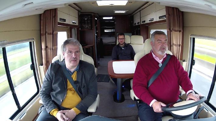 """""""Promis suchen ein Zuhause"""": Neue Folge mit Schauspieler Rocco Stark, Moderator Harry Wijnvoord, und Designerin Nadja Atwal / Mittwoch, 20. August 2014, um 21:15 Uhr bei RTL II"""