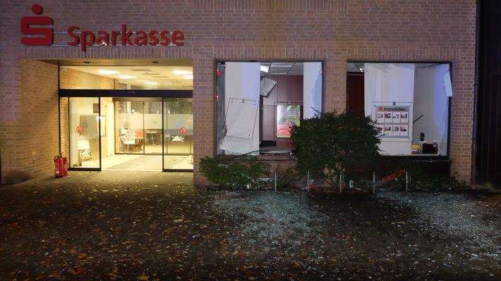 FW-GE: Explosion zerstört Geldautomat in Gelsenkirchen Resse