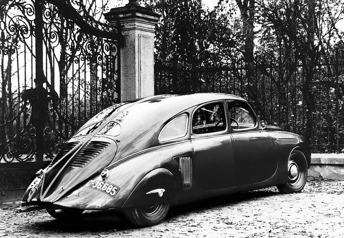 Stromliniendesign aus den 30er Jahren: SKODA 935 Dynamic auf der Schloss Bensberg Classics