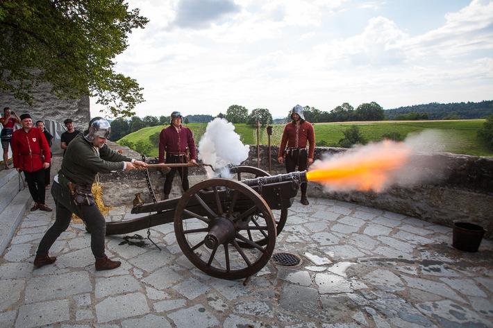Die stolze Lenzburg ist belagert / Authentischer Mittelalterspektakel mit über 100 Mitwirkenden