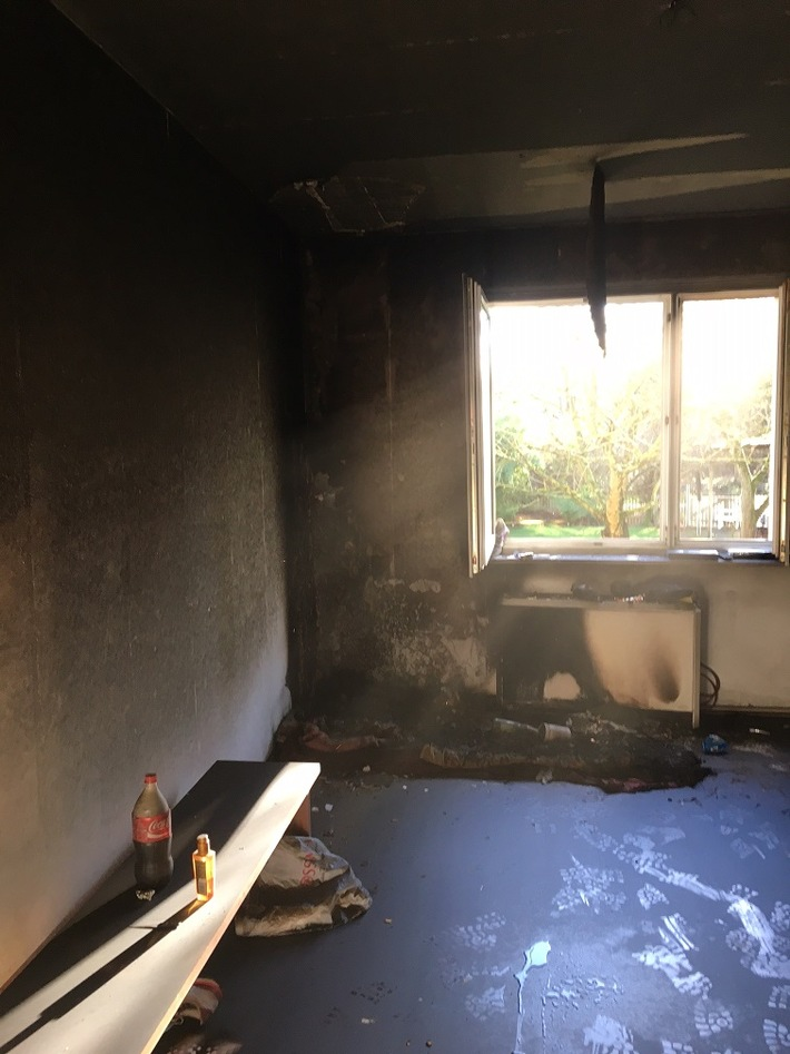 FW-GE: Brandrauch aus einer Erdgeschosswohnung in Horst