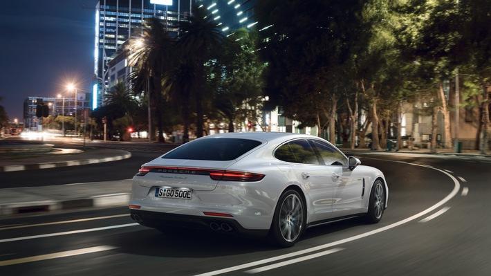 La Turbo S E-Hybrid devient le modèle le plus puissant de la série Panamera / Première mondiale Porsche à Genève : une deuxième variante hybride de la Panamera