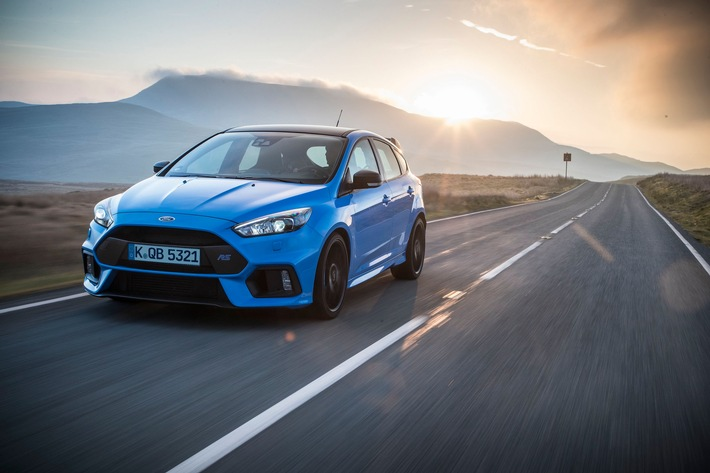 "Ford Focus RS: Neues ""Blue & Black""-Ausstattungspaket inklusive mechanischem Vorderachs-Sperrdifferenzial"