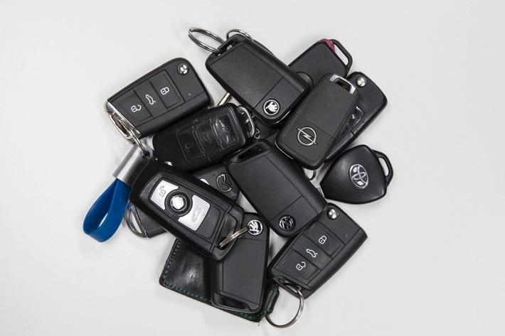 Keyless-Systeme: Kein Fortschritt bei der Sicherheit / Autobranche mit großen Lücken bei elektronischen Schließsystemen / ADAC meldet mehr als 100 betroffene Modelle