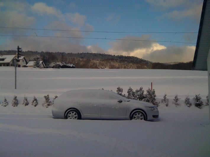 Météo: 21 degrees SA lance une alerte rouge à la neige dès 14h00 pour 72 heures min, avec 30cm de neige dès 500m, vent, congères et verglas au programme: le chaos