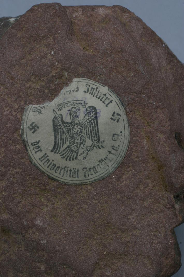 POL-F: 070626 - 0730 Nachtrag zur Meldung Nummer 070521-0592, Frankfurt-Sachsenhausen: Alabasterrelief aus Liebighaus entwendet