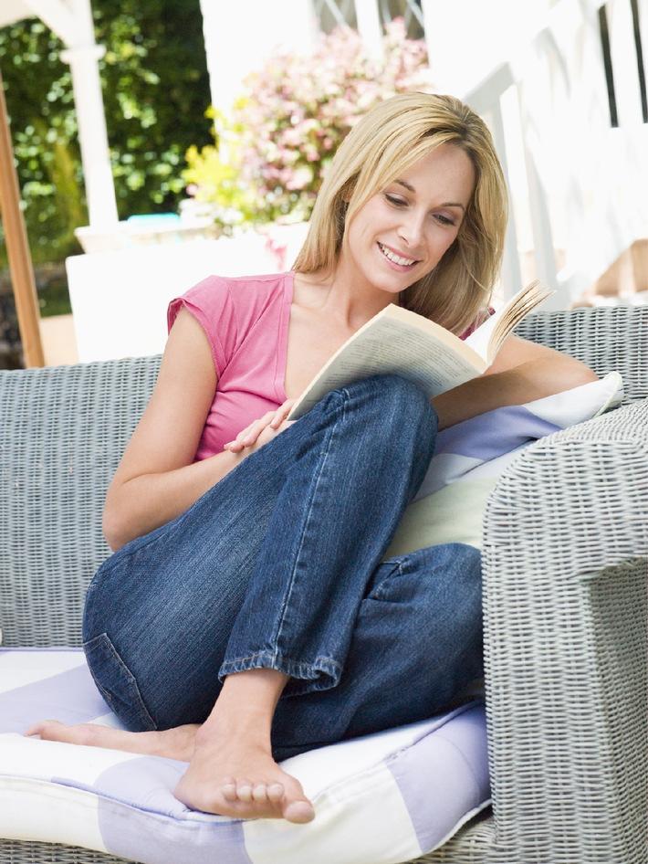 gr ne lieblingspl tze toom baumarkt gibt drei gestaltungstipps f r balkon und terrasse. Black Bedroom Furniture Sets. Home Design Ideas