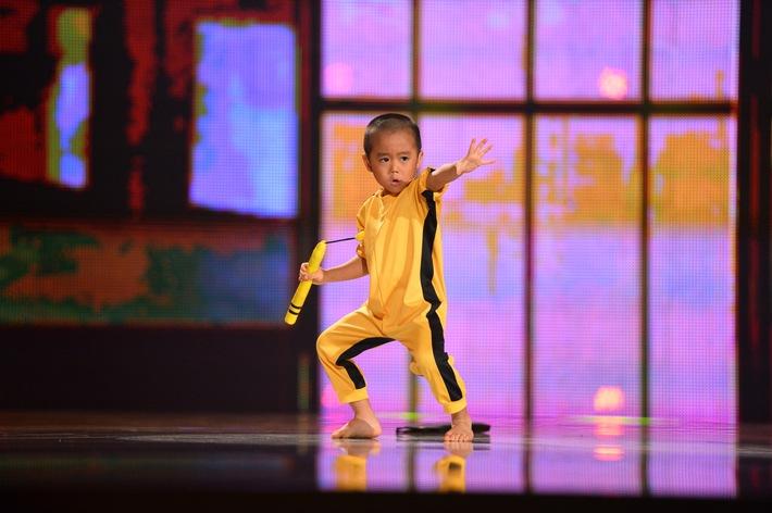 """Bruce Lee reloaded! Ein 5-jähriger Japaner kämpft in der SAT.1-Show """"Superkids"""" synchron zu seinem Idol"""