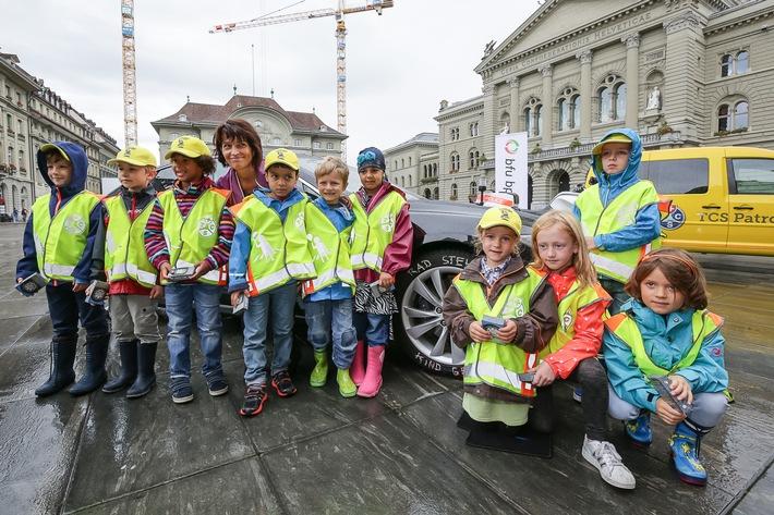 """Bundesrätin Doris Leuthard als Botschafterin der Kampagne """"Rad steht, Kind geht"""""""