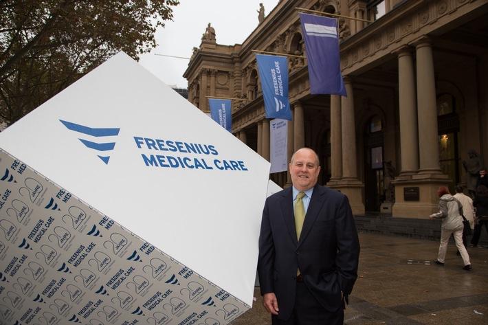 Fresenius Medical Care feiert 20-jähriges Bestehen - CEO Rice Powell läutet Börsenhandel in der Frankfurter Wertpapierbörse ein