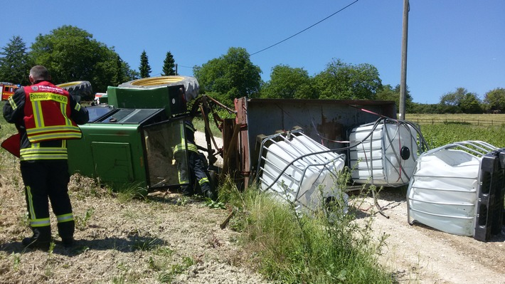 POL-PPMZ: Traktor stürzt um