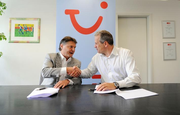 TUI Suisse: Sponsoring-Engagement wird 2009/2010 fortgesetzt und bleibt mit Schweizer Meister FC Zürich am Ball