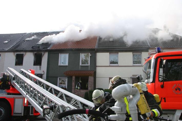 FW-E: Feuer in einem Einfamilienhaus in Essen Frillendorf, fünf Personen verletzt