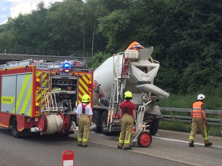 FW Ratingen: Schwerer Verkehrsunfall auf der BAB 3 - Person eingeklemmt