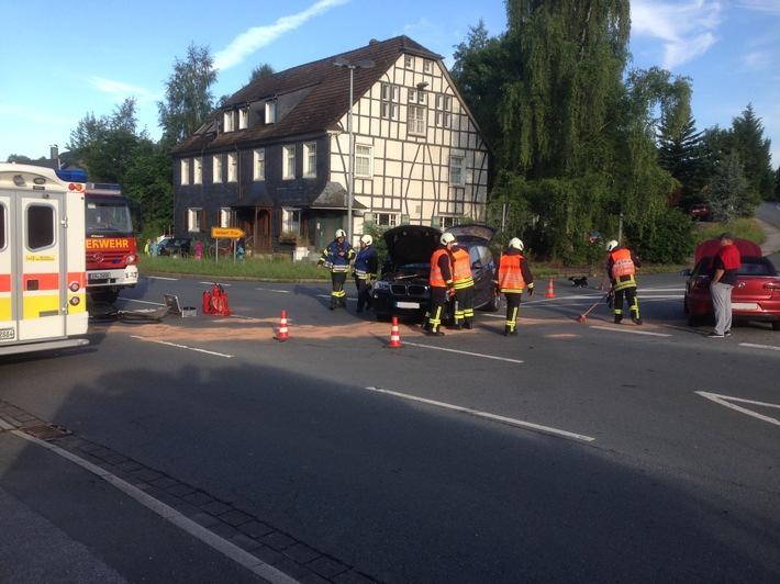 FW-EN: Verkehrsunfall an der Kreuzung Wuppertalerstraße Quellenburgstraße