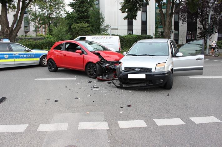 POL-ME: Verkehrsunfall mit zwei schwer verletzten Personen - Monheim am Rhein - 1708087