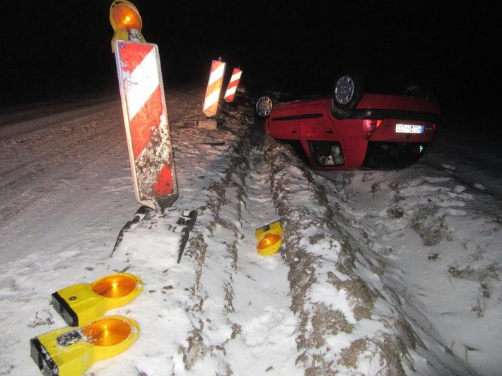 POL-HOL: Eisglätte und unter Alkoholeinwirkung: Auf dem Dach gelandet und geflüchtet - Führerschein der 37jährigen Fahrerin sichergestellt -