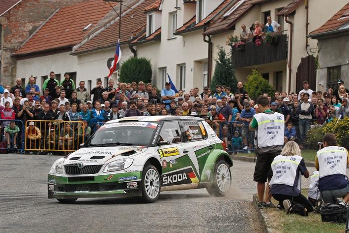 Englisches Wetter und ein Baum, der nicht zur Seite springen will - Sepp Wiegand mit Glück im Unglück bei der Rallye Barum