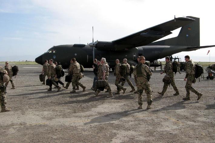 """""""Abends holen die Taliban die Kalaschnikow raus!"""" """"Abenteuer Leben - täglich Wissen"""" begleitet Bundeswehrtruppen in Afghanistan - am Mittwoch, 14. Juli 2010, um 17.55 Uhr bei kabel eins"""