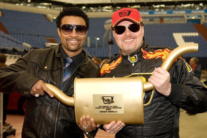Crash-Duo mit Sonnenbrille: Shaggy und Stefan Raab